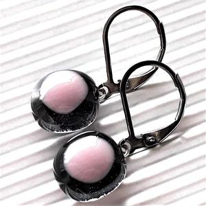 Hamvas sápadt rózsaszín  üveg franciakapcsos fülbevaló orvosi fém akasztón, üvegékszer, Ékszer, Fülbevaló, Lógó fülbevaló, Ékszerkészítés, Üvegművészet, Meska