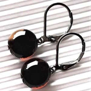 Áttetsző kávébarna üveg pötty franciakapcsos fülbevaló orvosi fém akasztón, üvegékszer - ékszer - fülbevaló - lógós kerek fülbevaló - Meska.hu