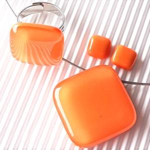 Selymes mandarin rombusz üveg medál, gyűrű és fülbevaló orvosi fém bedugón, üvegékszer szett, Ékszer, Ékszerszett, Ékszerkészítés, Üvegművészet, Meska