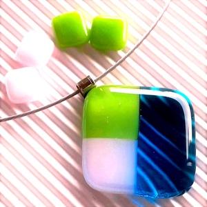 NEMESACÉL: Tavasz tündér mosolya égkék-fűzöld-rózsaszínben mozaik üveg medál és 2 pár fülbevaló, üvegékszer szett , Ékszer, Ékszerszett, Ékszerkészítés, Üvegművészet, A legmagasabb minőségű áttetsző égszínkék, élénk almazöld és púderrózsaszín ékszerüvegekből, mozaik ..., Meska