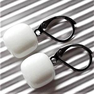 Hófehér kocka francia kapcsos üveg fülbevaló orvosi fém alapon , üvegékszer, minimal ékszer - Meska.hu