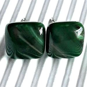 Orvosi fém alapon sötét fenyőzöld hullámjáték üveg kocka fülbevaló, üvegékszer - ékszer - fülbevaló - pötty fülbevaló - Meska.hu