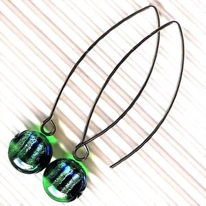A sellő titka dichroic üveg fülbevaló orvosi fém franciakapcsos alapon, üvegékszer - Meska.hu