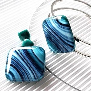 Smaragd-kék selyemcsillám üveg rombusz medál, karkötő és fülbevaló orvosi fém bedugón, üvegékszer szett, Ékszer, Ékszerszett, Ékszerkészítés, Üvegművészet, Meska