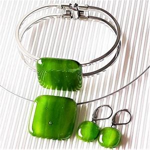 Lorien erdeje kocka üveg medál, karkötő és lógós fülbevaló orvosi fém alapon, üvegékszer szett - Meska.hu