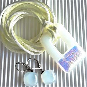 Napfivér-holdnővér aranyló fémmentes üveg medál és franciakapcsos fülbevaló orvosi fém akasztón, üvegékszer szett, Ékszer, Ékszerszett, Ékszerkészítés, Üvegművészet, AKCIÓ! - 3 BÁRMILYEN TERMÉK vásárlása esetén a harmadikból 50 % KEDVEZMÉNY, akár INGYEN POSTÁZÁS és ..., Meska
