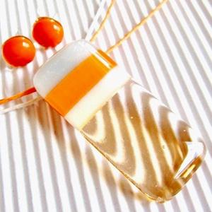 Barack-mandarin gyümölcssaláta üveg medál és fülbevaló, NEMESACÉL, üvegékszer szett, Ékszer, Ékszerszett, Ékszerkészítés, Üvegművészet, Meska