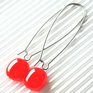 Ferrari piros ovális üveg fülbevaló hosszú design, nemesacél akasztón, üvegékszer, Ékszer, Fülbevaló, Lógó fülbevaló, Ékszerkészítés, Üvegművészet, Meska