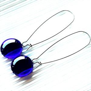 Sejtelmes királykék XXL pötty üveg fülbevaló NEMESACÉL hosszú kapcsos design akasztón, üvegékszer, Ékszer, Fülbevaló, Lógós kerek fülbevaló, Ékszerkészítés, Üvegművészet, Meska