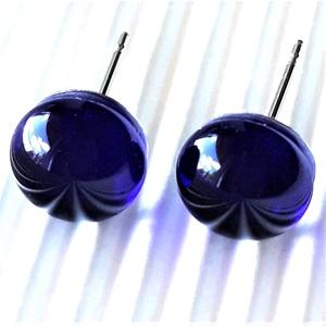 Orvosi fém alapon sejtelmes királykék kerek üveg fülbevaló, üvegékszer, Ékszer, Fülbevaló, Pötty fülbevaló, Ékszerkészítés, Üvegművészet, Meska