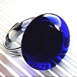 Sejtelmes királykék kerek üveg gyűrű, üvegékszer, Ékszer, Gyűrű, Statement gyűrű, Ékszerkészítés, Üvegművészet, Meska