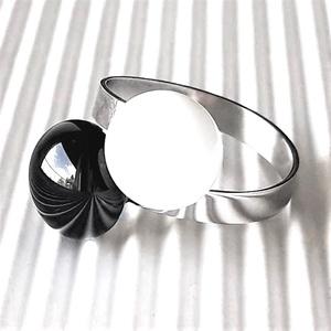 Fekete-fehér dupla pötyis üveg gyűrű NEMESACÉL alapon, trendi, design üvegékszer, Ékszer, Gyűrű, Statement gyűrű, Ékszerkészítés, Üvegművészet, Meska