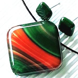 Fenyőzöld hullámjáték rombusz üveg medál és fülbevaló orvosi fém bedugón, üvegékszer szett, Ékszer, Ékszerszett, Ékszerkészítés, Üvegművészet, Meska