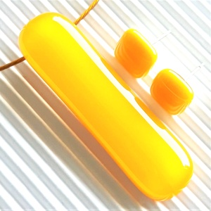 Nárcisz - sárga elegáns üveg medál és fülbevaló, NEMESACÉL/ORVOSI FÉM, minimal design, üvegékszer szett, Ékszer, Ékszerszett, Ékszerkészítés, Üvegművészet, Meska