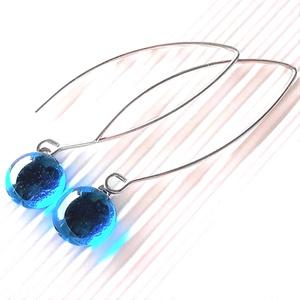 Égszínkék üveg pötty fülbevaló hosszú, design orvosi fém akasztón, üvegékszer, Ékszer, Fülbevaló, Lógós kerek fülbevaló, Ékszerkészítés, Üvegművészet, Meska