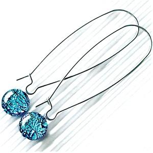 Égszínkék ragyogás dichroic üveg fülbevaló orvosi fém hosszú, design akasztón, üvegékszer, Ékszer, Fülbevaló, Lógós kerek fülbevaló, Ékszerkészítés, Üvegművészet, Meska