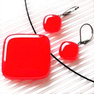 Ferrari piros üveg rombusz medál és fülbevaló orvosi fém franciakapcsos akasztón, üvegékszer szett, Ékszer, Ékszerszett, Ékszerkészítés, Üvegművészet, Meska