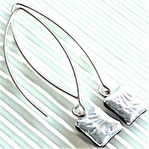 Ezüst szirom dichroic üveg fülbevaló orvosi fém, hosszú, trendi, design akasztón, üvegékszer, Ékszer, Fülbevaló, Lógó fülbevaló, Ékszerkészítés, Üvegművészet, Meska