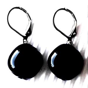 Orvosi fém alapon Éjfekete rombusz francia kapcsos üveg fülbevaló, üvegékszer, minimal ékszer, Ékszer, Fülbevaló, Lógó fülbevaló, Ékszerkészítés, Üvegművészet, Meska