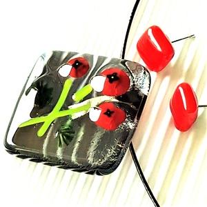 Alkonyi pipacs csokor üveg medál piros kocka fülbevalóval, NEMESACÉL/ORVOSI FÉM, üvegékszer szett , Ékszer, Ékszerszett, Ékszerkészítés, Üvegművészet, Meska