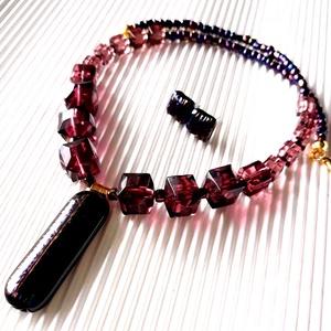Mályvarózsa üvegékszer és gyöngy nyakék és fülbevaló ékszerszett, üvegékszer, üveggyöngy, Ékszer, Ékszerszett, Ékszerkészítés, Üvegművészet, Meska