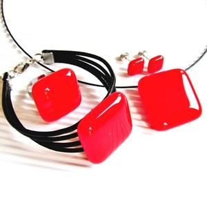Cseresznye piros üveg kocka medál, karkötő, gyűrű és fülbevaló NEMESACÉL/ORVOSI FÉM, MINIMAL üvegékszer szett - ékszer - ékszerszett - Meska.hu