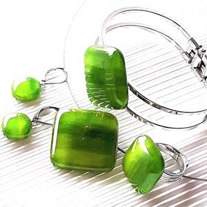 Lorien erdeje rombusz üveg medál, karkötő, gyűrű és franciakapcsos fülbevaló NEMESACÉL/ORVOSI FÉM, üvegékszer szett, Ékszer, Ékszerszett, Ékszerkészítés, Üvegművészet, Meska
