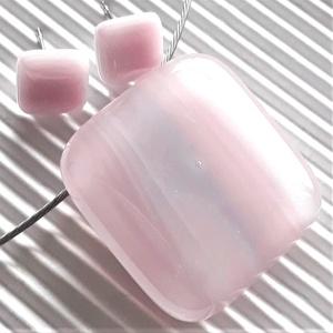 Fátyolos rózsaszín-lila üveg medál és fülbevaló, üvegékszer szett - Meska.hu