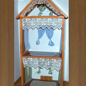 """Babaház és fenyőpolc: """"3 szinten 3 szép szoba"""", óvodáknak is, Gyerek & játék, Játék, Baba, babaház, Otthon & lakás, Bútor, Polc, Famegmunkálás, Varrás, Babaház és fenyőpolc egyben, egyedi, óvodáknak is.\nEz a szépen kimunkált babaház valódi, vastag feny..., Meska"""