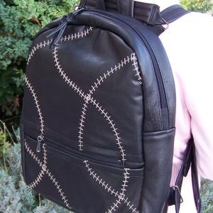 Újdonság: 4in1, hátizsák, válltáska, kézitáska, crosstáska, bőr és hímzett textilbőr, Táska & Tok, Variálható táska, Felső kategóriás hátizsák, fekete színű, valódi bőrből készült, előlapja világosbarnával hímzett tex..., Meska