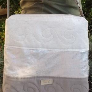 Bézs-ezüst virágos szövettáska: új, szabadkezes gépi tűzéssel, Táska & Tok, Vállon átvethető táska, Kézitáska & válltáska, Puha, jó tartású, nőies táska, finom színekkel, szabadkezes gépi tűzéssel. A4 méretű füzet belefér. ..., Meska