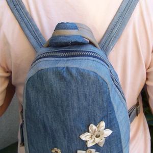 My Flowers: Kis hátizsák, válltáska, kézitáska, crosstáska. Új: 4in1, farmer és valódi bőr, vízzáró, Táska & Tok, Hátizsák, Újrahasznosított alapanyagból készült termékek, Varrás, Kellemes tapintású, vidám, nőies kis hátizsák, kidolgozott részletekkel. \nTöbbféle stílusú öltözékhe..., Meska
