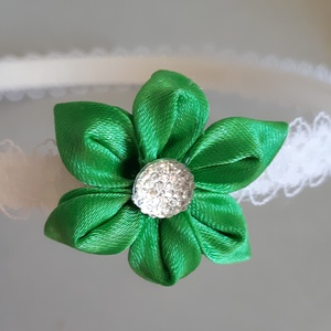 Zöld virágos hajpánt, Hajráf & Hajpánt, Hajdísz & Hajcsat, Ruha & Divat, Mindenmás, Zöld színű szatén szaalgból, kanzashi technikával készült virág, közepén gyönggyel, csipkével bevont..., Meska