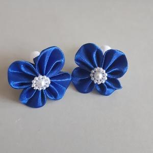 Kék hajgumi, Táska, Divat & Szépség, Ruha, divat, Hajbavaló, Hajgumi, Mindenmás, Szatén szalagból készítettem, Kanzashi technikával kék színű szalagból virágot, melyet hajgumira rög..., Meska
