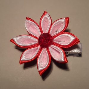 Virág csat, Ruha & Divat, Hajdísz & Hajcsat, Hajcsat & Hajtű, Mindenmás, Piros.fehér szatén szalagból és rózsaszín csipkéből készítettem Kanzashi technikával virágot, melyet..., Meska