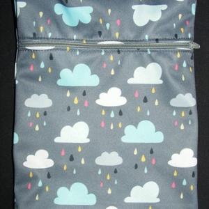 Esőfelhős PUL tasak, Táska & Tok, Varrás, PUL vízzáró tasak mosható női betétek, vagy bármi egyéb tárolásához. 40 fokon mosható.\n\nMérete: 17 x..., Meska