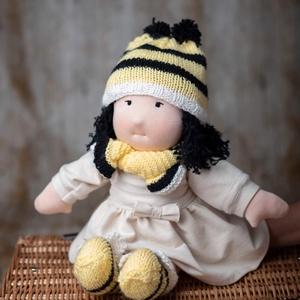 """,,Méhecske\"""" Waldorf típusú baba, Játék & Gyerek, Baba & babaház, Öltöztethető baba, Hímzés, Baba-és bábkészítés, Waldorf típusu babáim sok-sok szeretettel készülnek, kézimunkával, van,hogy napokig,nagy gondosággal..., Meska"""