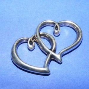 Köztes (625. minta/1 db) - dupla szív, Gyöngy, ékszerkellék,  Köztes (625. minta) - dupla szív - antik ezüst színben  Mérete: 24x8x2,5 mm  Az ár egy darab termék..., Meska
