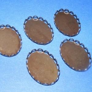 Medál alap (125. minta/1 db), Gyöngy, ékszerkellék,  Medál alap (125. minta) - ovális - sötét antik bronz színben  Mérete: 19x26 mm A furatok 2 mm nagys..., Meska