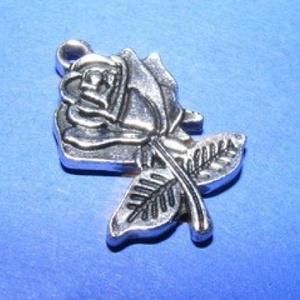 Medál (521/B minta/1 db) - rózsa, Gyöngy, ékszerkellék, Ékszerkészítés, \nMedál (521/B minta) - rózsa - ezüst színben\n\nMérete: 25x17x3 mm\r\nAz ár 1 db termékre vonatkozik.\r\n\n..., Meska