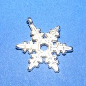 Medál (528/D minta/1 db) - hópehely, Gyöngy, ékszerkellék,  Medál (528/D minta) - hópehely - antik ezüst színű  Mérete: 24x18 mm Az ár 1 db termékre vonatkozi..., Meska