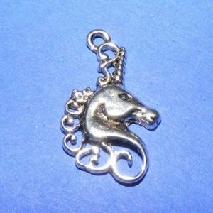 Medál (600. minta/1 db) - egyszarvú, Gyöngy, ékszerkellék,  Medál (600. minta) - egyszarvú - antik ezüst színben Mérete: 26,5x15x2,5 mm Az ár 1 db termékre vo..., Meska