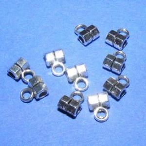 Medálvezető (357/E minta/1 db), Gyöngy, ékszerkellék,  Medálvezető (357/E minta) - ezüst színben  Mérete: 5x3 mm (+ az akasztó karika: 3 mm) Az ár 1 db m..., Meska