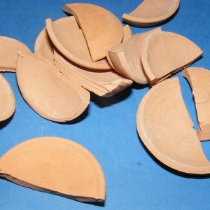Mini cserépdísz (4x2 cm/1 db) - fél tál, Díszíthető tárgyak, Cserép,  Mini cserépdísz  - fél tál  Mérete: 4x2 cm  Az ár egy darab termékre vonatkozik.  , Meska