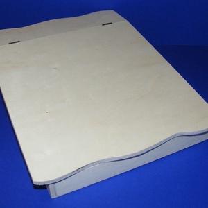 Fedeles fadoboz (ferde/1 db) - A4 méretű, Fa, Famegmunkálás, Egyéb fa, \nFedeles fadoboz - ferde - hullámos szélű - A/4 méretű\n\nMérete: 33,5x25x7,5 cm (elöl 4 cm)Belső mére..., Meska