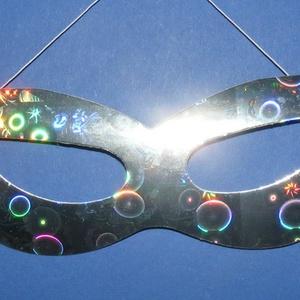 Hologramos papír szemálarc (19x6 cm/1 db) - ezüst, Díszíthető tárgyak, Papírmasé, Mindenmás, \nHologramos papír szemálarc - ezüst - gumival\n\nMérete: 19x6 cm\nAz ár egy darab termékre vonatkozik.\r..., Meska