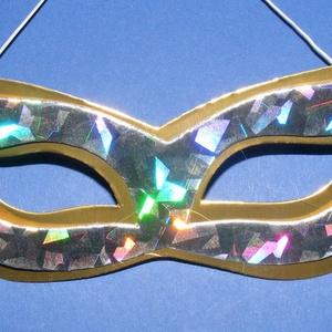 Papír szemálarc (18,5x6,3 cm/1 db) - arany/ezüst, Díszíthető tárgyak, Papírmasé, Mindenmás, \nPapír szemálarc - gumival - arany alap, hologramos ezüst minta\n\nMérete: 18,5x6,3 cm\nAz ár egy..., Meska