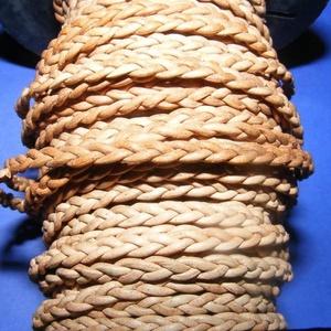 Fonott bőrszíj - 4x2 mm (3. minta - LAPOS/0,5 m) - világosbarna, Vegyes alapanyag, Egyéb alapanyag, Bőrművesség, \nFonott bőrszíj (3. minta) - lapos - világosbarnaValódi bőr alapanyagból készült fonott, lapos fonat..., Meska