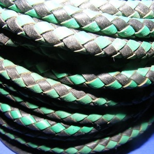 Fonott bőrszíj - 5 mm (6. minta/0,5 m) - fekete/zöld, Vegyes alapanyag, Egyéb alapanyag,  Fonott bőrszíj (6. minta) - fekete/zöldValódi bőr alapanyagból készült fonott, hengeres szíj.Átmérő..., Meska