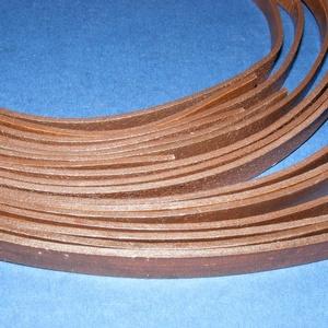Hasított lapos bőrszíj (11/A minta/1 db) - sötétbarna, Vegyes alapanyag, Egyéb alapanyag, Bőrművesség, \nHasított lapos bőrszíj (11/A minta) - lapos - sötétbarna\n\nMérete: 10x2 mmHossza: 110-120 cmValódi h..., Meska